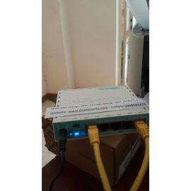 [Wifi Quán Cafe] Bộ 1  Router Mikrotik hEX RB750GR3 và 1 Wifi Unifi AC Lite chịu tải 80 User